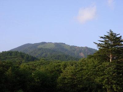 上日川峠から見た大菩薩嶺