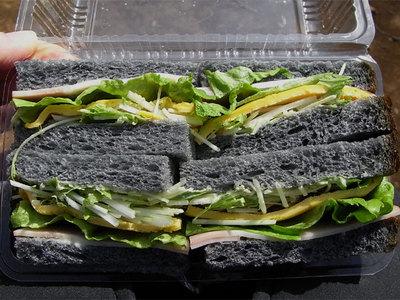 黒炭サンドウィッチ