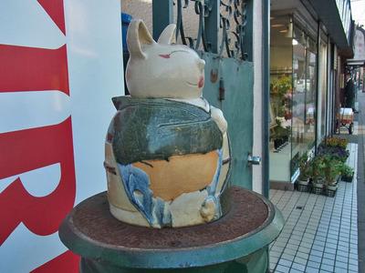街中のネコ
