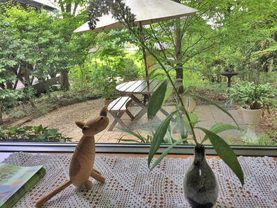 カフェの窓からの眺め