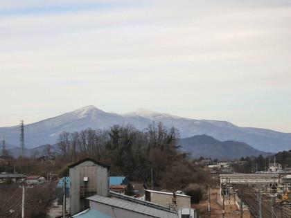 和尚山(左)と安達太良山(右)
