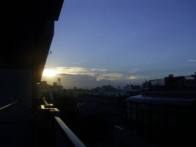 台風一過の空 '04/09/30 東京都北区