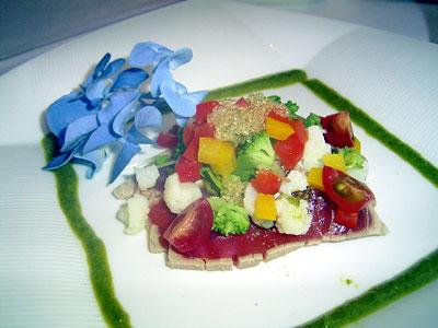 色とりどりの野菜が美しい前菜