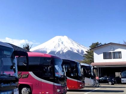 忍野八海の駐車場からの富士山