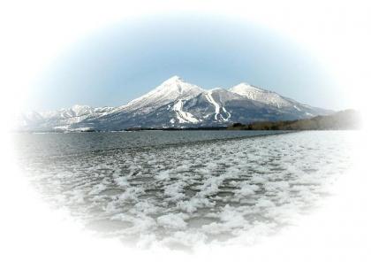 猪苗代湖天神浜からの磐梯山